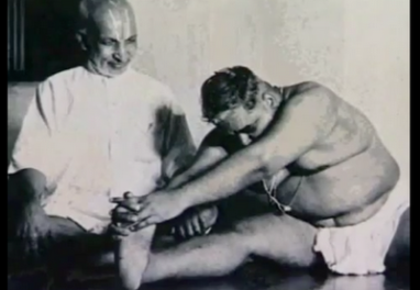 krishnamacharya-with-a-fat-man
