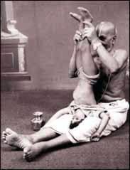 Krishnamacharya_teaching